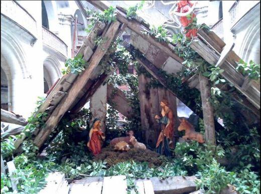 Il Presepe realizzato da un artista di Aleppo nella Cattedrale di S. Elia saccheggiata, dove si terrà la Messa di Natale. (fonte Naman Tarcha)
